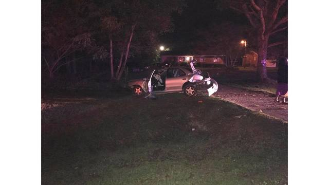 Two infants, 3 adults injured in a Saturday night accident in Craven County
