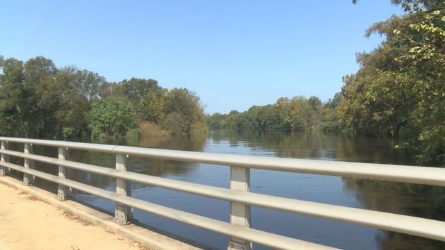 Neuse River in Kinston crests at 25.78 feet